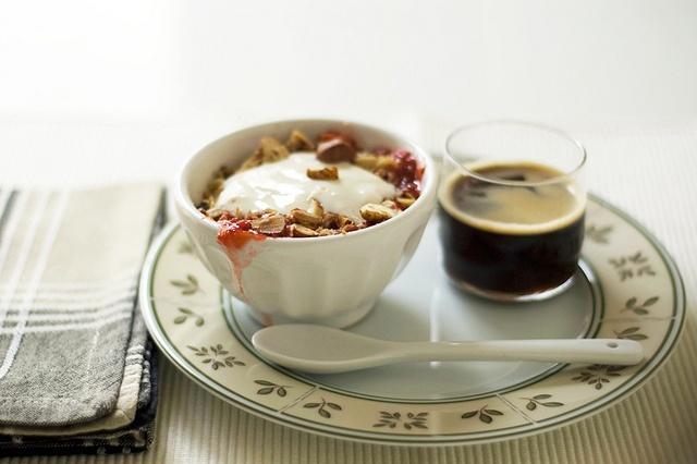 Crumble de ruibarbo e avelãs by Suzana [Gourmets], via Flickr