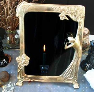 How to Make a Scrying Mirror <3 I have something to make thi with already, will do soon!  HCT