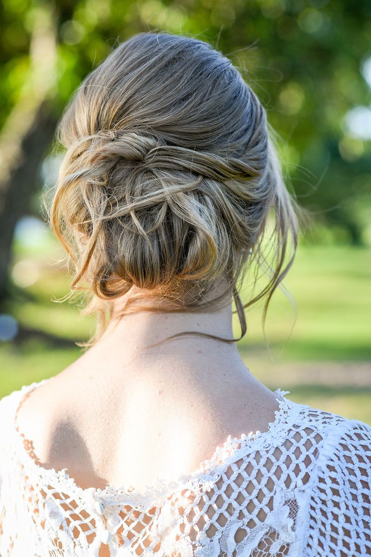 Low bun for the bride on her beach wedding in Fiji. Photo by Anais Photography. Hair by Totoka.