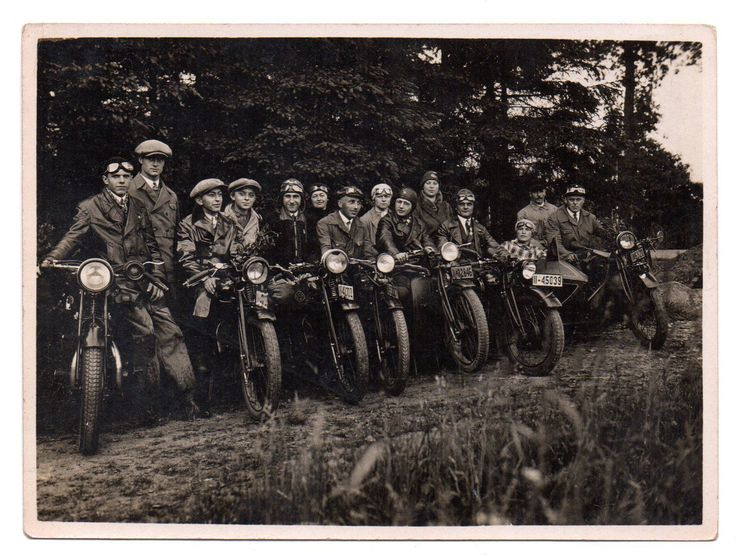 Dresden um 1935. Motorrad Club.