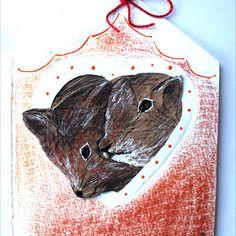 Couple d'écureuils amoureux … papier kraft, pastels , papier embossé (modèle unique)