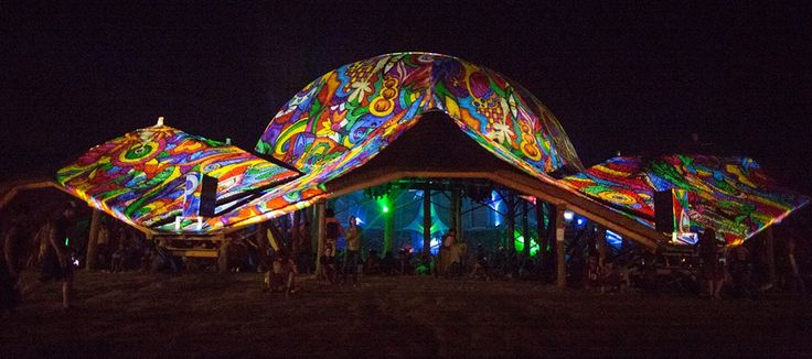 Ozora Festival official 2014 Night Projection fényfestés  Fotó. Jennifer Young Photography  #OZORA #ozorafestival #ozorafestival2014 #nightprojection #fényfestés #raypainting #visuals