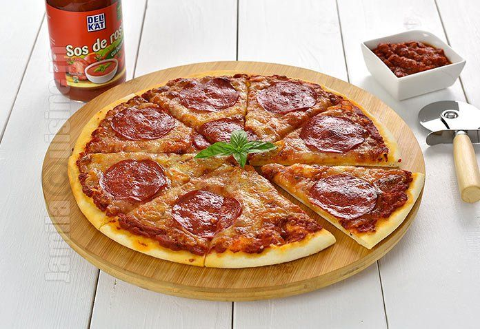 Pizza picanta  Pizza diavola – video via @JamilaCuisine