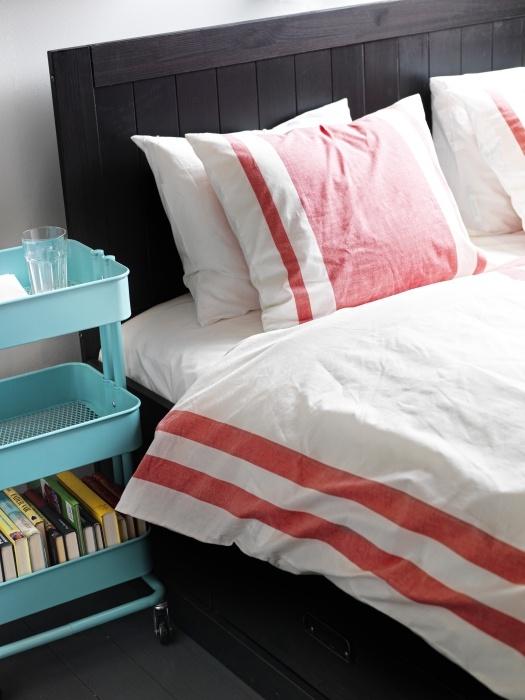 Ποιος είπε ότι τα κομοδίνα μας πρέπει να είναι συμβατικά; Αφήστε τη φαντασία σας ελεύθερη, όταν φτιάχνετε το υπνοδωμάτιό σας!