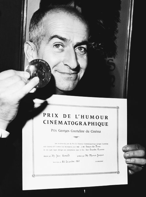Louis de Funès with his certificate and medal from Prix Georges Courteline du Cinéma, awarded for his role in Les Grandes Vacances, December 20, 1967.