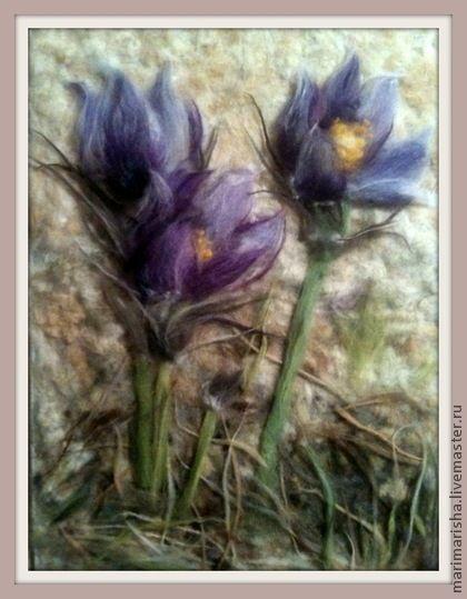 Картина из шерсти `Весна идет...`. Картина выложена сухой овечьей шерстью на ткань под стекло. Подснежники- Сон-трава, первые весточки весны! Прекрасный подарок на любой случай, элегантно украсит интерьер! Авторская работа, сделана по собственному эскизу.