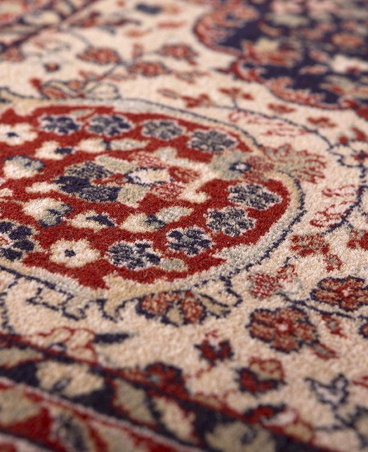 Detalle de Alfombra Clásica Byzan en Azul. 100% Pura Lana.  http://alfombrashispania.com/