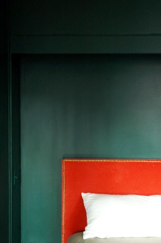 Master inspiration: Benjamin Moores Bavarian Forest (walls) and that wonderful coral velvet headboard