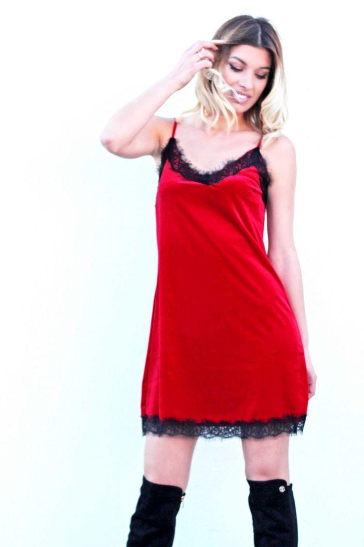 Φόρεμα βελούδινο με λεπτομέρειες απο δανδέλα. #fashion #fashiontrends #woman #womensfashion