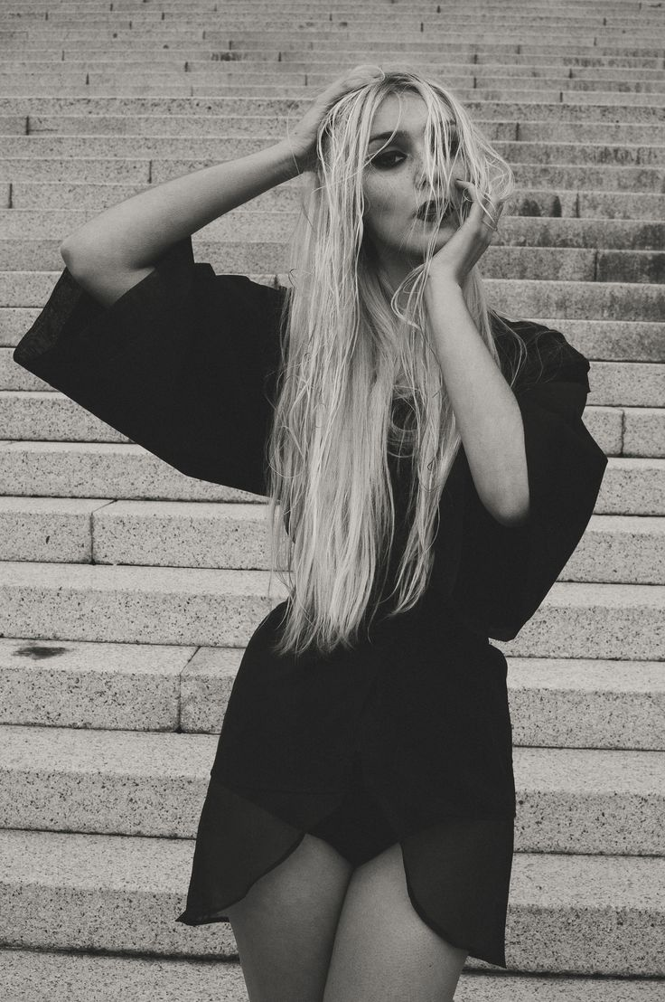 Kimono jacket in cotton gabardine and silk organza with warmers.  Photo: @sehweisen Model: @aleksandravss Design and manufacture: @ nana.vera.couture  -  Chaqueta estilo kimono de gabardina de algodón y organza de seda con calentadores plisados a mano.  Fotografía: @sehweisen  Modelo: @aleksandravss  Diseño y confección: @nana.vera.couture  facebook.com/Nanaveracouture/ facebook.com/luciagomezfotografia/     #nanavera #lucíagómezfotografía #nanaveracouture #kimono #calentadores #fashion…