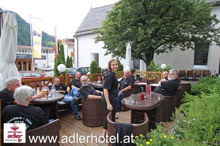 Gemütliches Beisammensein im Motorradhotel Schwarzer Adler