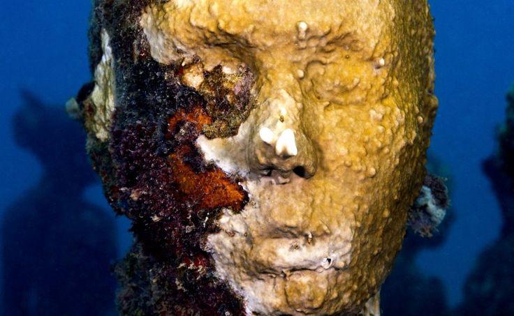 24-sculpture-modern-art-jason-decaires-taylor-sculpture