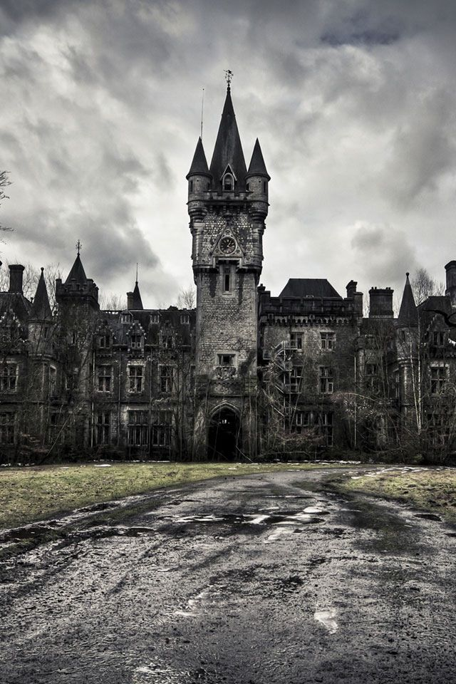 Abandoned Castle/Manor........WHAT A SHAME