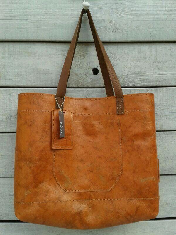 Nieuwe tas in de kleur oranje.