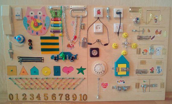 Beschäftigt Board: 35 verschiedene Elemente. Größe: 120 x 60 Zentimeter -------------------------- Bitte schauen Sie sich die Fotos in diesem Eintrag, es ist unmöglich, eine genaue Kopie zu machen. Die Busyboard sind immer anders, aber es ist immer interessant für o Kinder)) =============================== VERSAND: 18-30 Tage Spielzeug für Kinder aus 6months und bis zu 5-7 Jahre. Beschäftigt Bord entwickeln * Koordinierung * Phantasie * Ausdauer * Kenntnisse der Verwendung von einfacher…