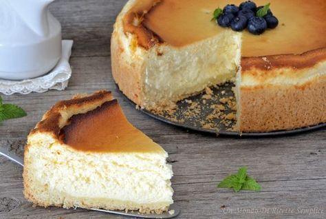 La käsekuchen è una torta al formaggio tedesca composta da una base simile alla pasta frolla e da una gustosissima farcitura al formaggio.