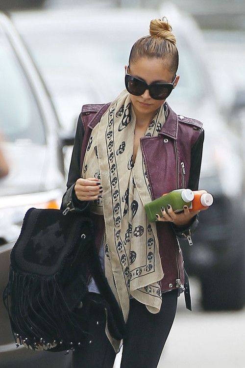 Loving the fringed purse! Nicole Richie #styling #fashion #celebrity