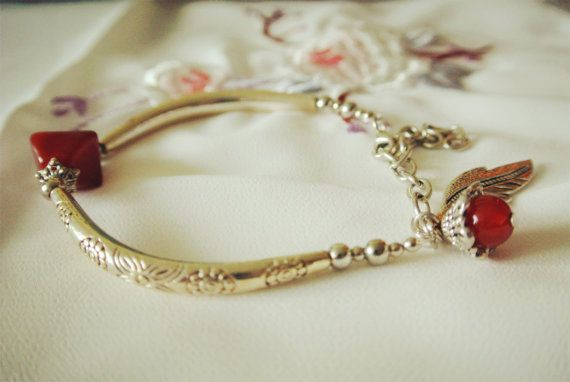 vintage look Oriental style bracelet, chain bracelet, bracelet with feather charm and red stone