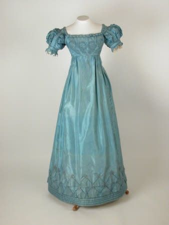 I love this dress. The color is great, and the design is also really interesting.