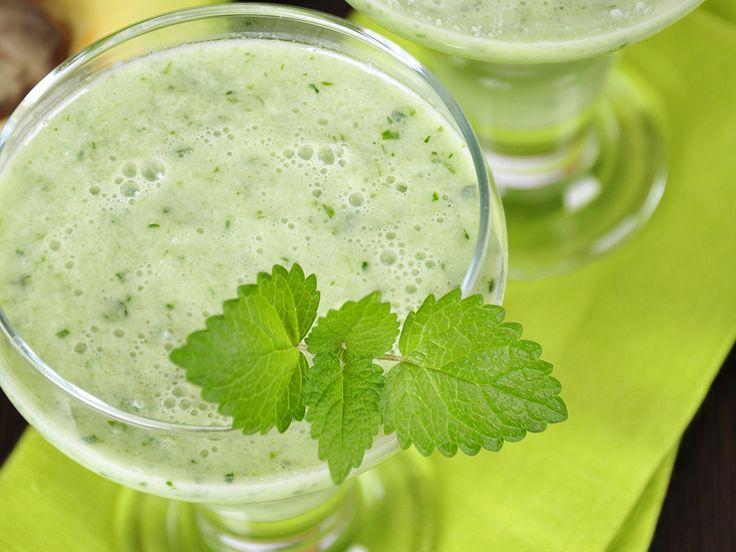 Die Banane versorgt uns mit Magnesium, einem effektiven Fatburner. Probieren Sie das Rezept für den grünen Smoothie: Classic Green.