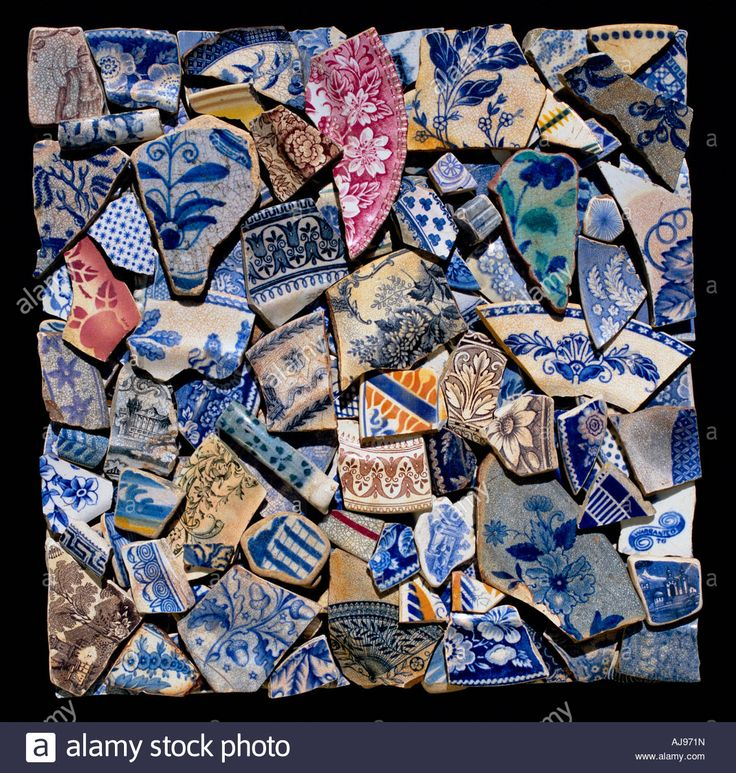 Fragments of broken pottery including plates, cups and saucers. Pottery fragments collected from the Thames foreshore. Stock Photo