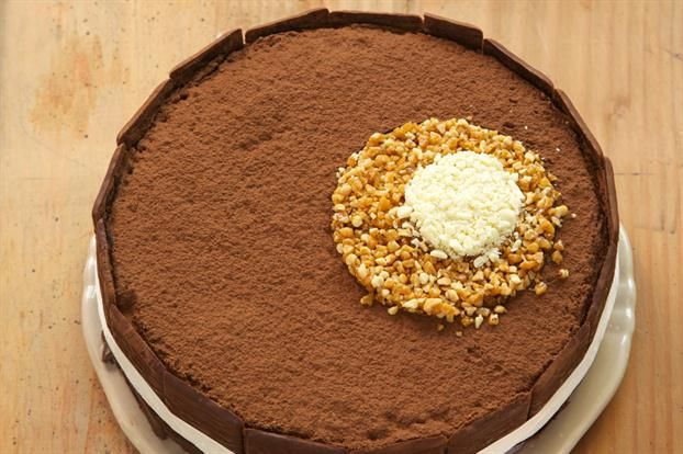 Torta con círculos de chocolate y praliné - revistamaru.com