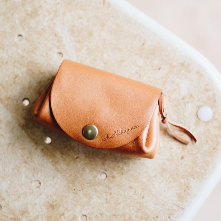 Duram Online Shopはハンドメイド革小物の通販です。革財布やカメラストラップなど、素材にこだわったナチュラルな革小物を取り揃えています。Duram Factoryオリジナル商品には名入れも可能です。