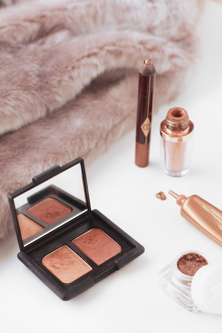 Picking out my top choices of products to create a festive and autumnal bronzed and copper eye including NARS Isolde, Clarins Copper Brown and Charlotte Tilbury, Models Own and Nude by Nature. Photo from beauty blog The Makeup Directory www.themakeupdirectory.co.uk