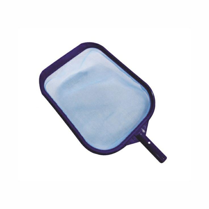 Peneira Plástica Compact Pooltec. Ideal para remover as sujeiras da superfície e do fundo da piscina. Armação plástica com pá para auxiliar a retirada de sujeiras do fundo da piscina.