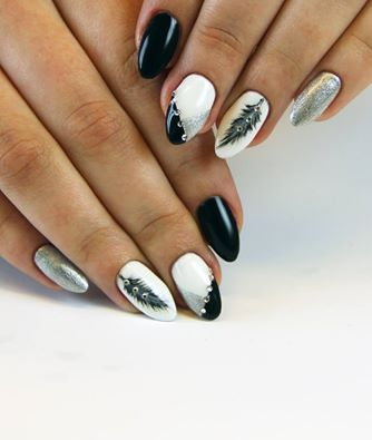 #blackandwhite #silver #semilac #artnails #feather
