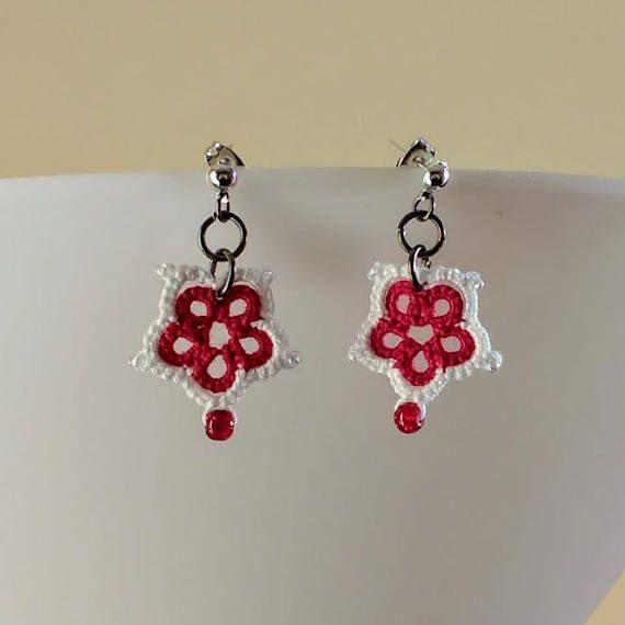 Tatted Red White Flower Earrings - St George's Day and Canada Day Designed and tatted by Tatting TatsRight https://www.etsy.com/uk/shop/TatsRight/  #tatting #tatsright #chiacchierino #frivolite #nupereller #occhi #orkis #schiffchenarbeit #frywolitka #canadaday #stgeorgesday #christmasideas #etsy #etsyuk