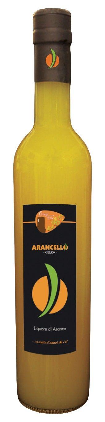 LIQUORE ARANCELLO RIBERA 100% SICILIANO 50cl L'Arancello è un liquore alle arance, ottenuto per infusione a freddo di scorze di Arance Biologiche in alcol etilico, con aggiunta di acqua e zucchero. Prodotto artigianale.  Non contiene coloranti e conservanti. Conservare al riparo dalla luce, in luogo fresco e asciutto.  Temperatura di servizio: 1-2° C. Gradazione alcolica: 28% Confezione: bottiglia in vetro da 50cl #titaly