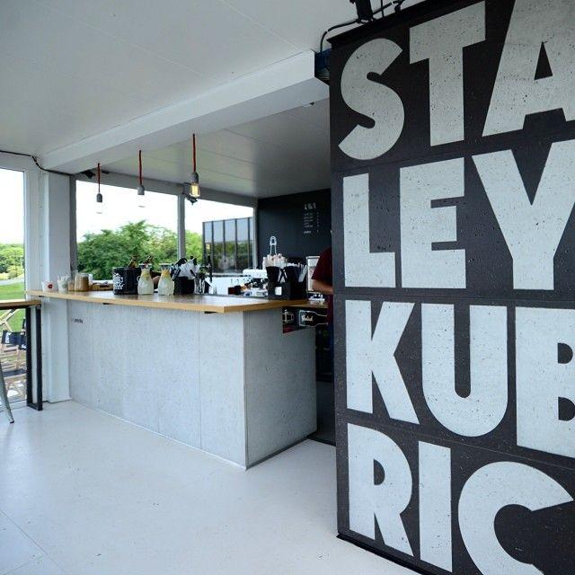 #interior #concrete #bar via instagram.com/forumprzestrzenie