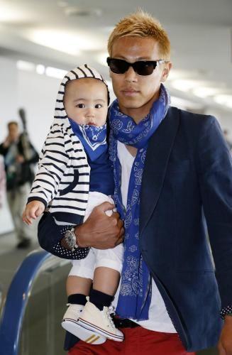 Keisuke Honda and his son