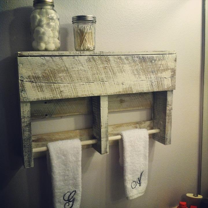 best 25 pallet towel rack ideas on pinterest towel shelf pallet shelves and bathroom towel hooks. Black Bedroom Furniture Sets. Home Design Ideas