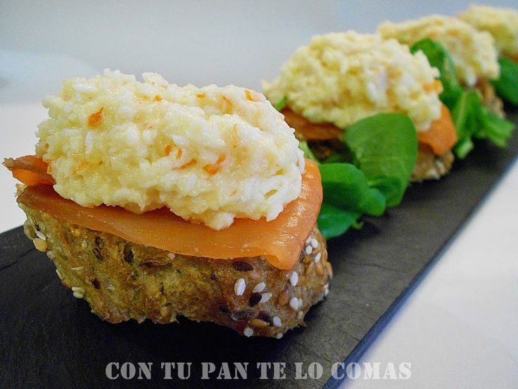 Pinchos de salmón ahumado y surimi/Patata hervida, 1 huevo duro, 8 patitos surimi, mayonesa al gusto, 100 gr.salmón ahumado y pan con semillas./con receta .
