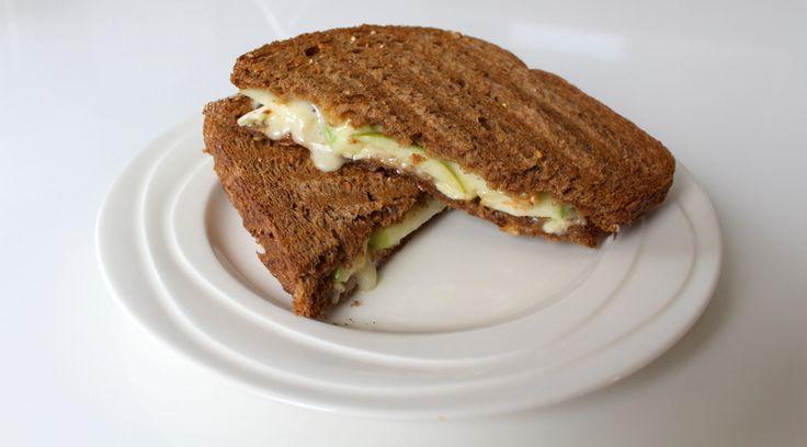Stiekem ben ik best wel een tosti-fan, maar op een gegeven moment wordt het broodje met ham en kaas toch wel een beetje saai. Vorig jaar at ik in Zaandam voor het eerst een heerlijke tosti met brie...