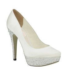#weddingshoes #trousseaubridalshoes #bridalshoes Bedazzle - for those wanting a bit of height to pull off an amazing rose train! Check out www.trousseaubridalshoes.co.nz - worldwide shipping is available on our shoes, please contact us