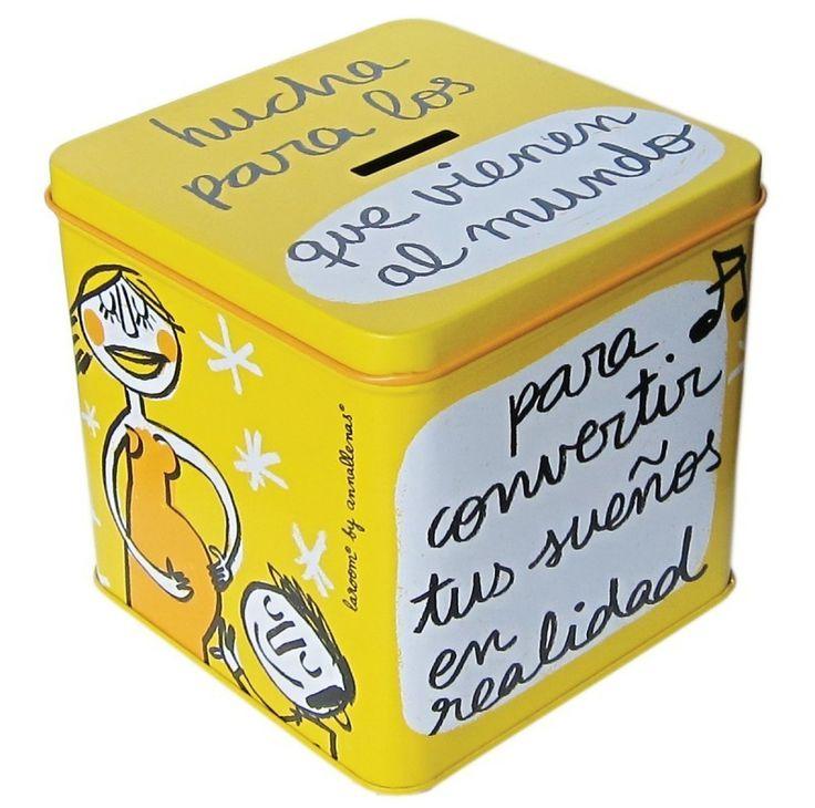Hucha para los que vienen al mundo, para convertir tus sueños en realidad. Hucha de color amarillo con diseño made in Spain, de la mano de Anna Llenas y La Room para Decocuit. En nuestra tienda de Burgos, en C/ San Pablo 22 y vía on line encontrarás los regalos más originales y divertidos para chicos y chicas de cualquier edad.