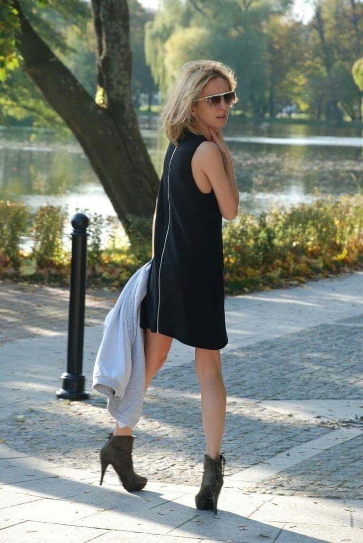 Sukienka / dress - SIMPLE marki Sisters oraz sweter HEAVEN - rowniez naszej produkcji. Wszystko dostepne na www.shopsisters.eu #dress #sisters #shopsisters #sweter #damen #woman #dlakobiet #stylowo #luzno