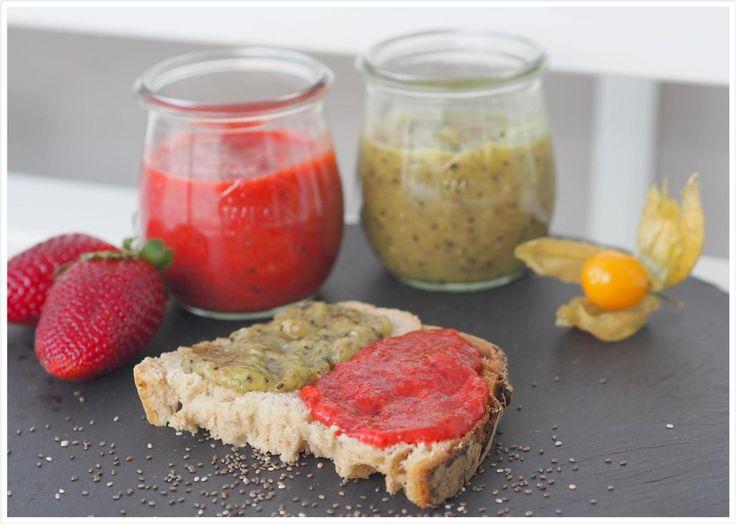 Heute gibt es leckere vegane Low Carb Marmelade ohne Zucker. Und zwar aus Erdbeeren & Kiwi. Sehr lecker und in nicht mal 4 Minuten hergestellt.