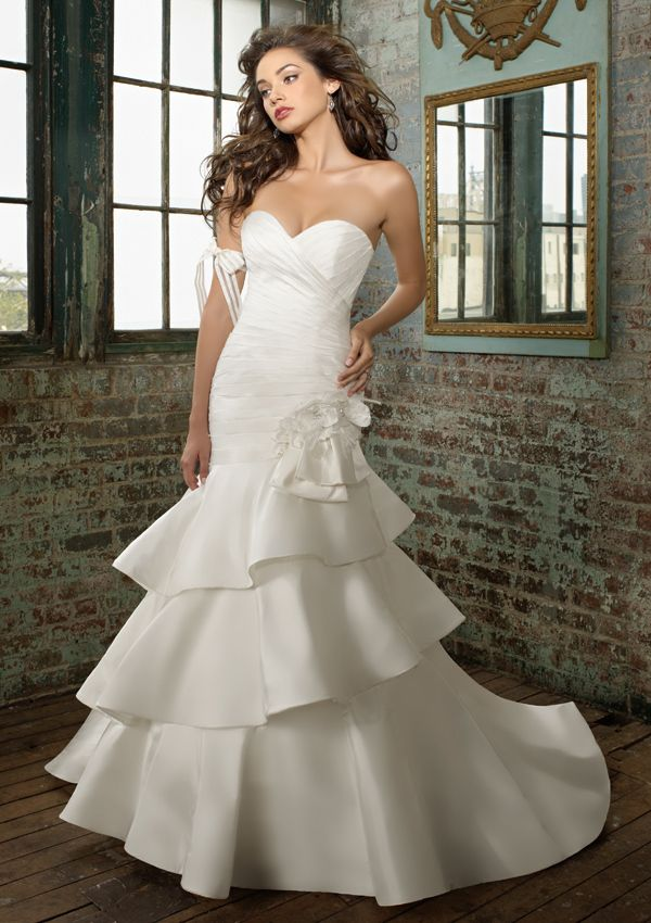 Red white sweetheart bridal dress mwd