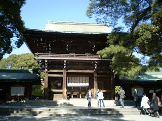 Am Meiji-Schrein selbst findet man Ruhe und Stille abseits von der Hektik und dem Trubel Tokyos.