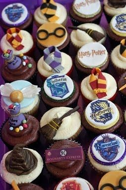 @Natasha Raven @Suzanne Bailey @Heather Wilson @Jenna Harding You gotta look at these cookies.  There are cakes at the site too. Harry's Sweet Send Off