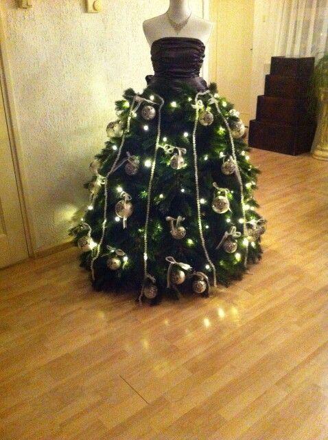 Kerstboom op paspop.