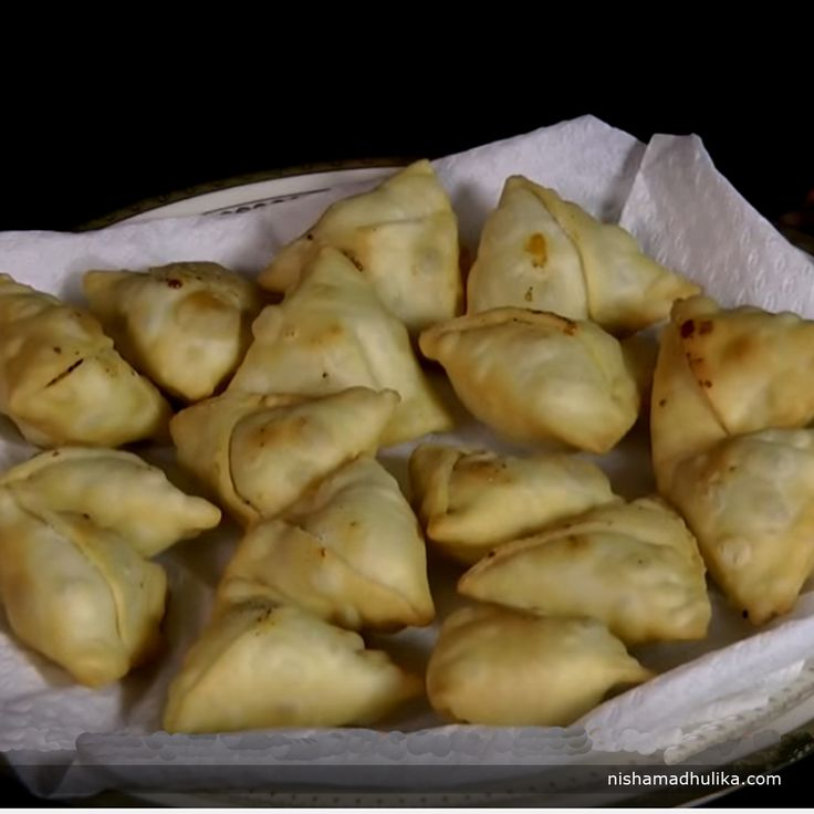 Sweet mini samosa are super and a great snack recipe for any special occasion or party or evening tea.  Recipe in English - http://indiangoodfood.com/1261-sweet-samosa-recipe.html (copy and paste link into browser)  Recipe in Hindi - http://nishamadhulika.com/1412-sweet-mini-samosa-recipes.html (copy and paste link into browser)