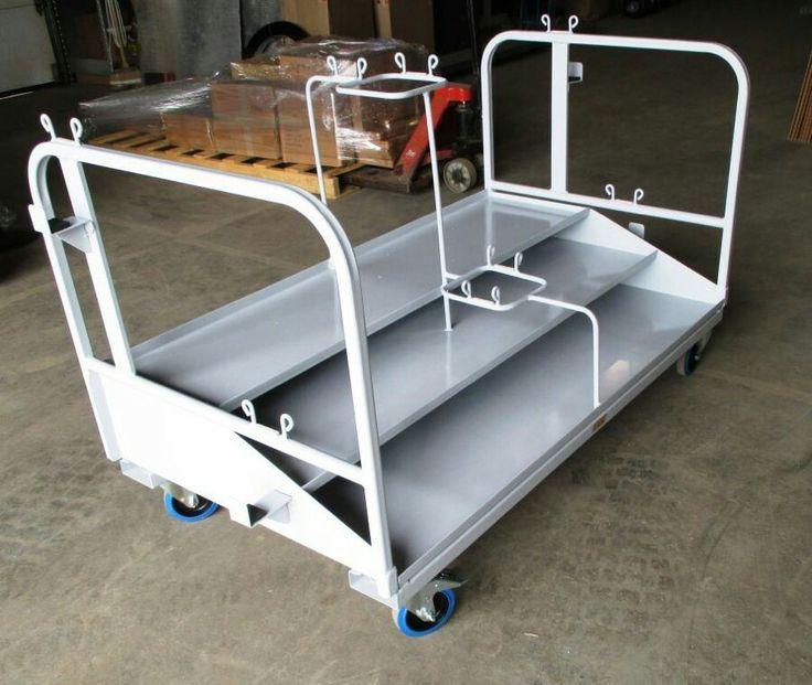Chariot pour transport de poteaux  Utilisez ce chariot de Manutention lors de Réceptions & Spectacles   Capacité de chargement pour 16 poteaux  Permet une plus grande flexibilité dans le temps et beaucoup moins d'encombrement inutile