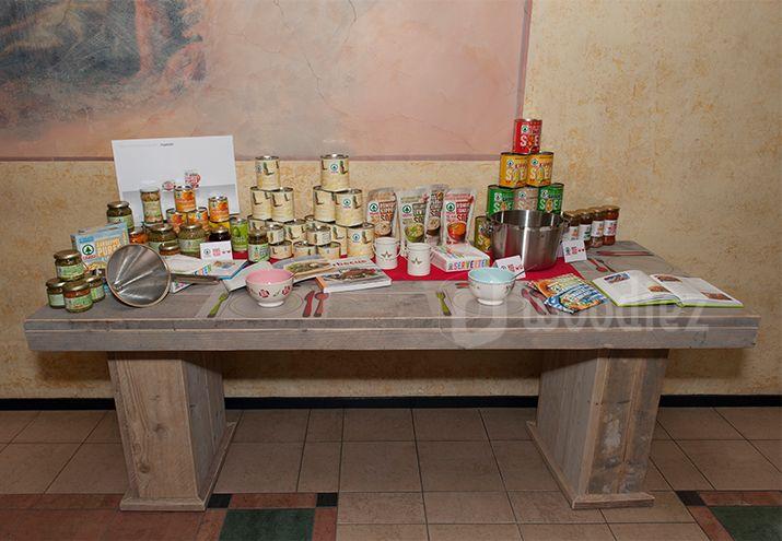 WOODIEZ | Mooie presentatietafel van steigerhout. Presenteer producten op een unieke manier! #presentatie #meubel #steigerhout #beursmeubilair