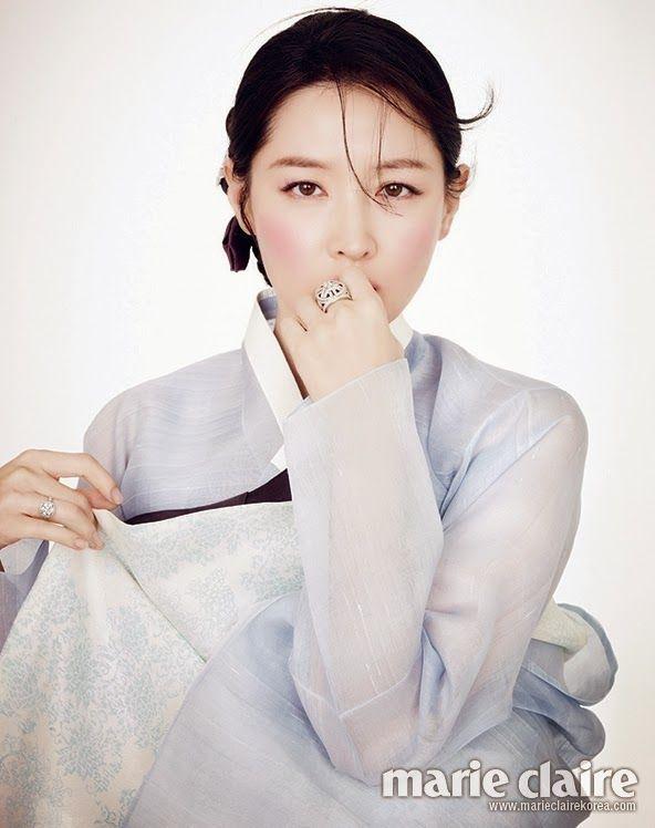 가생이닷컴>팬빌리지 > 카라마을 > '화제의 화보' 한복 입은 이영애 사진 12장 모음