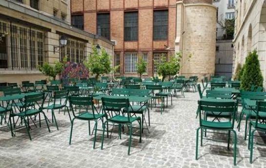 Bon plan : le #café et sa #terrasse éphémère au Crédit Municipal de #Paris dans le #Marais : http://www.leparisien.fr/paris-75/paris-75004/marais-un-cafe-ephemere-dans-la-cour-du-credit-municipal-31-05-2015-4819871.php#xtref=https%3A%2F%2Fwww.google.ro%2F…